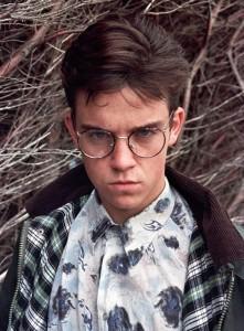 Robbie Williams w wieku 16 lat w 1990 roku
